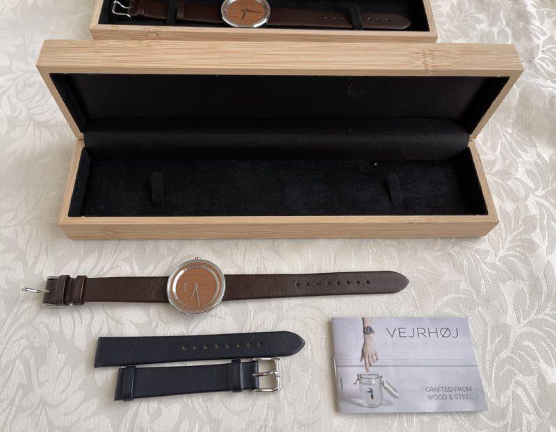 VERJHØJ(ヴェアホイ)の時計ボックスの中身